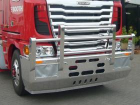 Freightliner Argosy Fups high tensile polished aluminium bullbar    #2