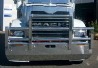 Mack Trident hi-tensile al Fups Bull Bar      #16