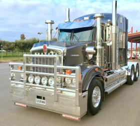 Kenworth T909 high tensile fully polished custom bulit aluminium FUPS bull bar.       #6